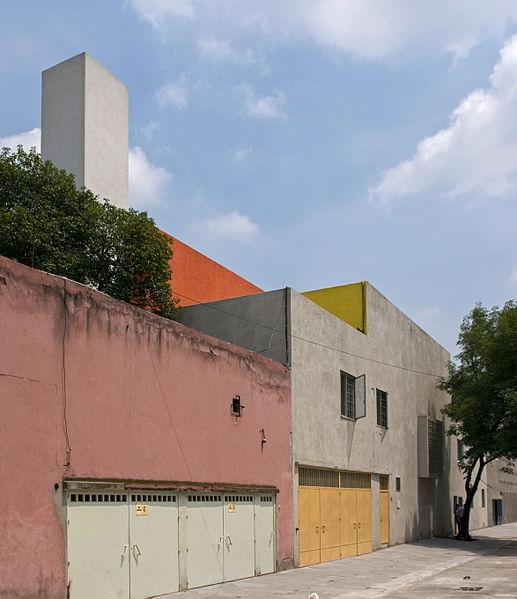 luis_barragan_house_exterior_02